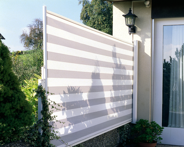 15 terren windschutz rollos bilder wetterschutzstoren gegen wind und regen innenarchitektur. Black Bedroom Furniture Sets. Home Design Ideas